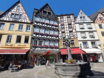 Marktplatz & Martinsbrunnen