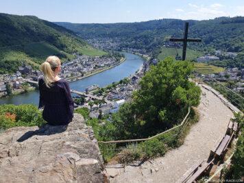 Der Blick vom Aussichtspunkt Pinnerkreuz auf Cochem & die Mosel