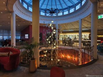360° Bar & Lounge