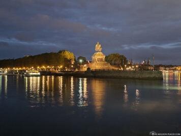 Das Deutsche Eck bei Nacht