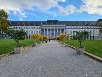 Der Schlossvorplatz