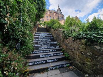 Ludwig-Bickell-Treppe mit Gedicht über Marburg