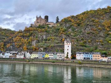 Stadtturm in St. Goarshausen & die Burg Katz