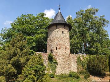 Stadtmauerturm und Wallgraben