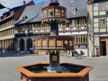 Hübsch verzierter Wohltäterbrunnen