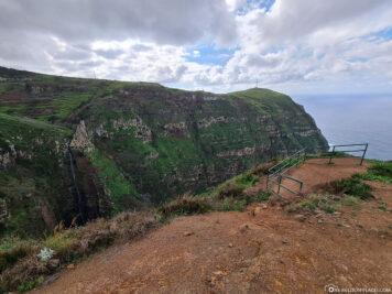 Die Aussichtsplattform auf den Wasserfall