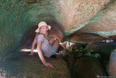Hike through narrow crevices
