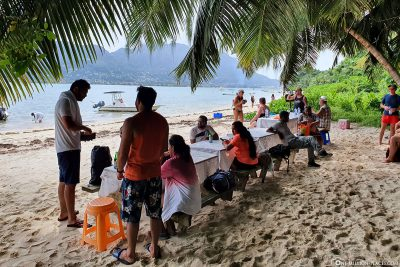 Eating on the beach of Cerf Island
