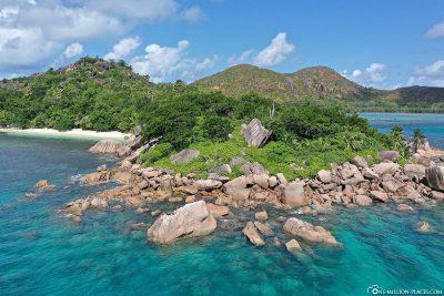 The south coast of Curieuse Island