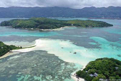Blick auf Cerf Island und Mahé