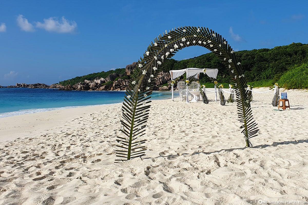 Hochzeitspavillon, La Digue, Strandhochzeit, Seychellen, Heiraten, Reisebericht