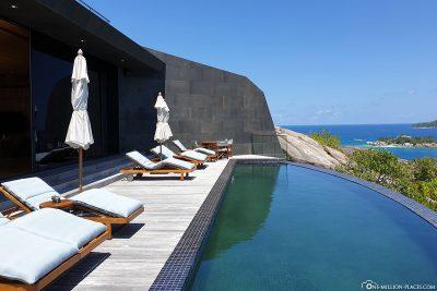 Der Pool im Erdgeschoss